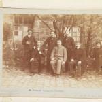 jpg/Personnel_enseignant_posant_dans_la_cour_de_l_ecole_Cergy_Pontoise_1899_Coll_ARPE_Val_d_Oise.jpg