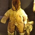 Porte bébé capuchon et poupée Inuit