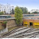 Zone de remisage des autobus et atelier d'entretien du métro. entre les deux, la petite ceinture